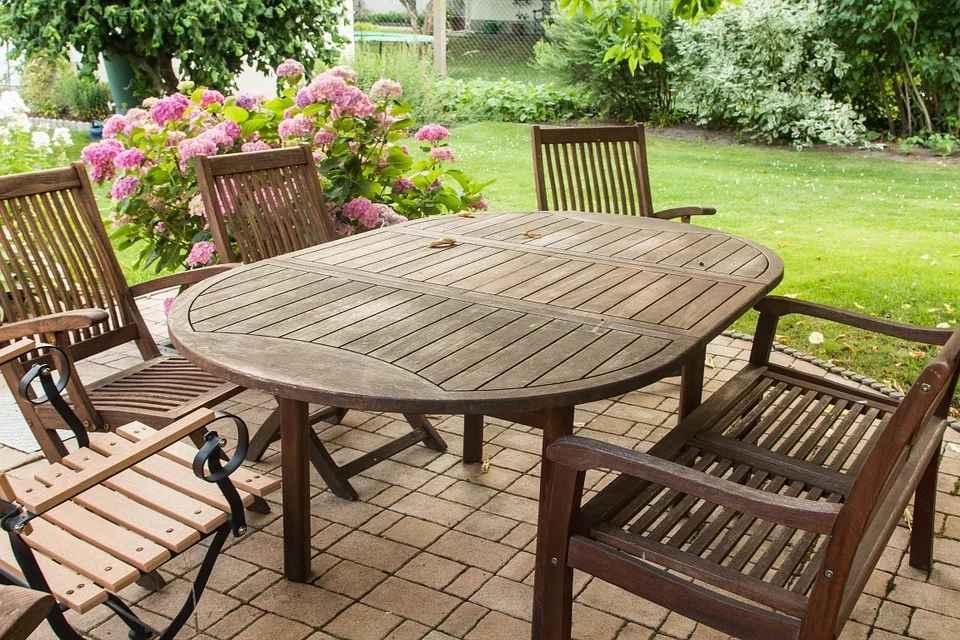 Jakie meble powinny znaleźć się w ogrodzie?